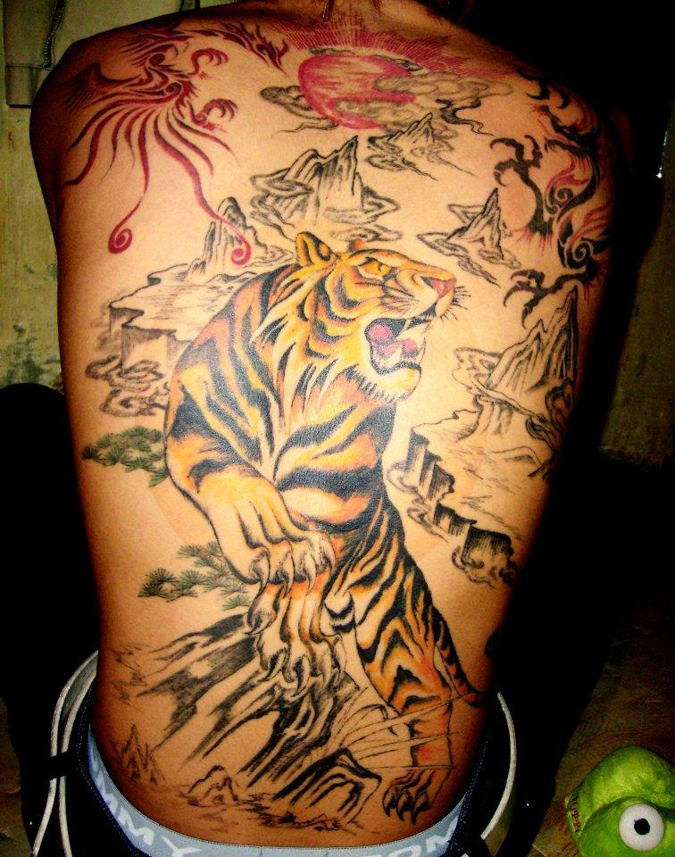 Hình xăm hổ kín lưng đẹp Trường Khèo Tattoo