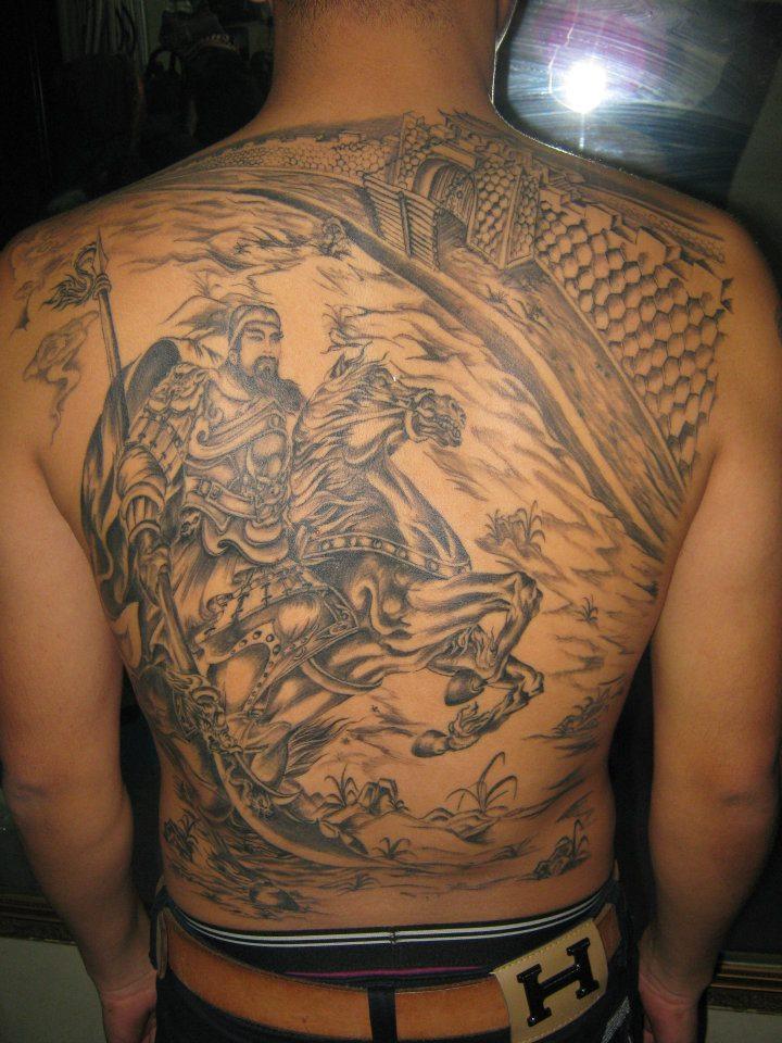 Hình xăm lưng đẹp Trường Khèo Tattoo Minh Khai