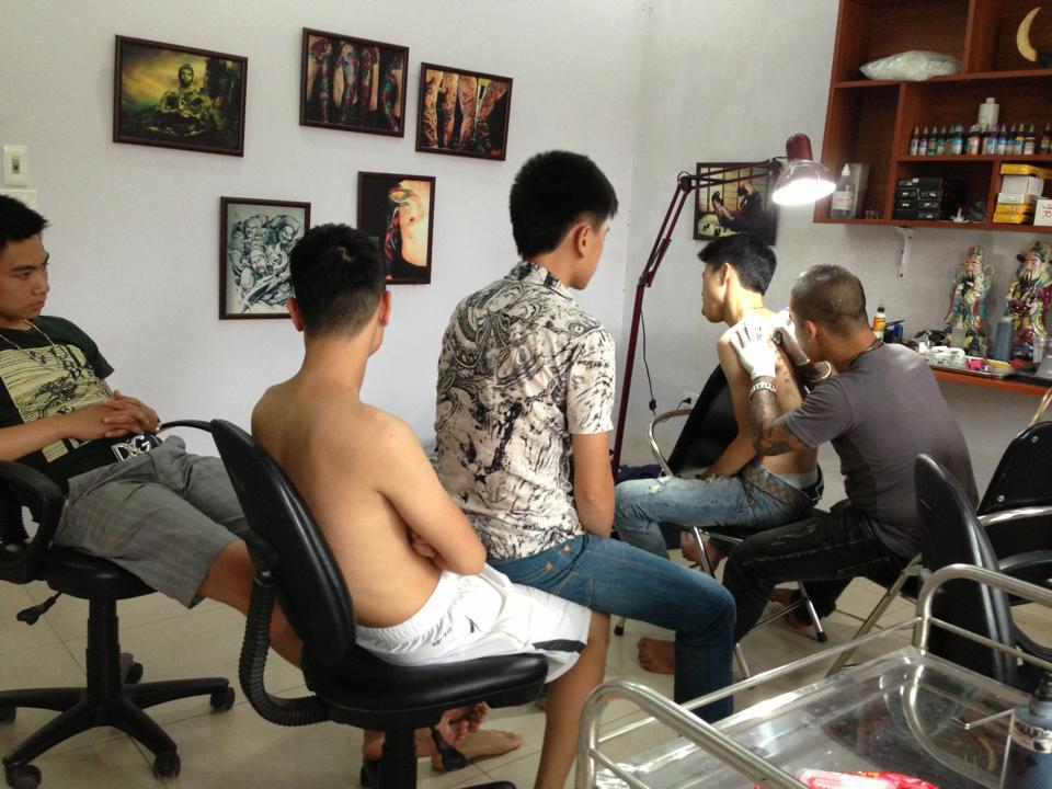Cửa hàng xăm hình nghệ thuật và xỏ khuyên 19 Cửa Nam - Fuong Tattoo