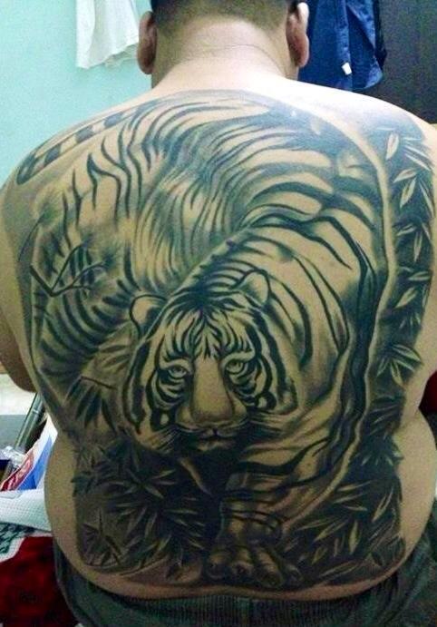 Dịch vụ xăm hình hổ đẹp ở lưng Fuong Tattoo 19 Cửa Nam