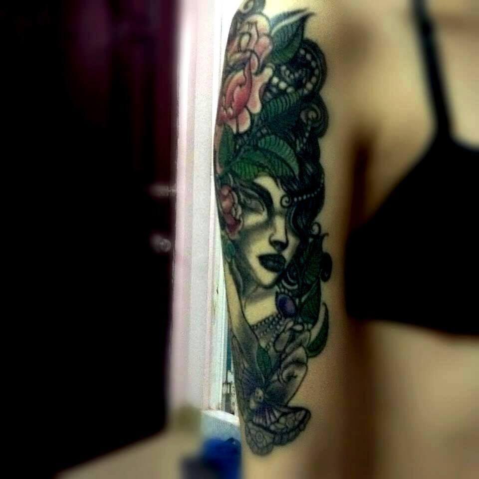 bắp tay hotgirl tại Tattoo Trịnh Duy : 85 Bình Giã, P.13, Q.Tân Bình