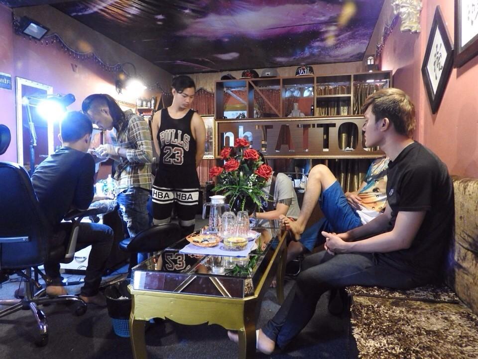 mot buoi chieu dong khach tại Năm Hoàng Tattoo Studio: Hẻm 331 Nguyễn Thiện Thuật, P.1, Q.3